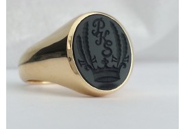 "18ct heavyweight  ""Custom Design"" stone engraved Signet Ring"