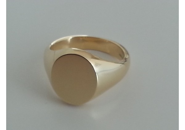 "9ct ""Capetonian Classic"" Gents or ladies signet ring 11mm x 13mm oval."